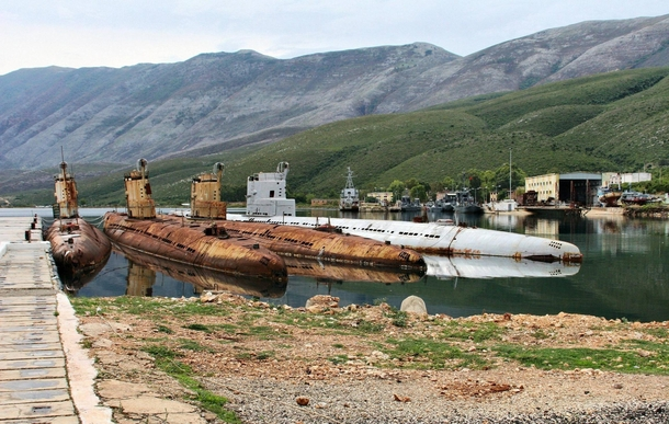 soviet-made-whiskey-class-submarines-left-abandoned-in-albania-after-the-break-up-of-the-soviet-uni--70750.jpg