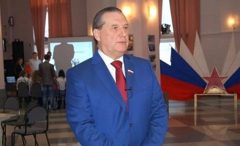 Медаль за особые заслуги перед Калужской областью первой степени получил из рук главы региона Алексей Александров
