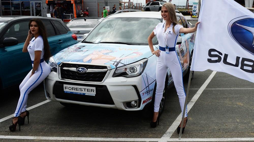 Девушки на автовыставке во Владивостоке