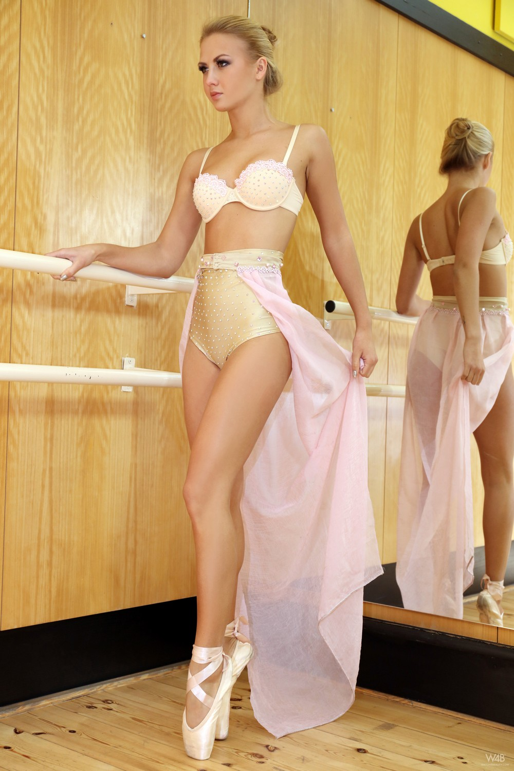 Развратная балерина Jati