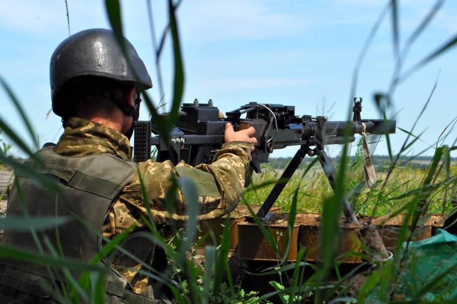 Российские наемники из минометов обстреляли наши позиции под Водяным, Павлополем и Чермалыком, - штаб АТО