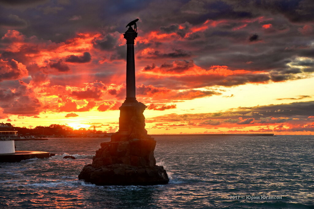 Памятник Затопленным кораблям в огне