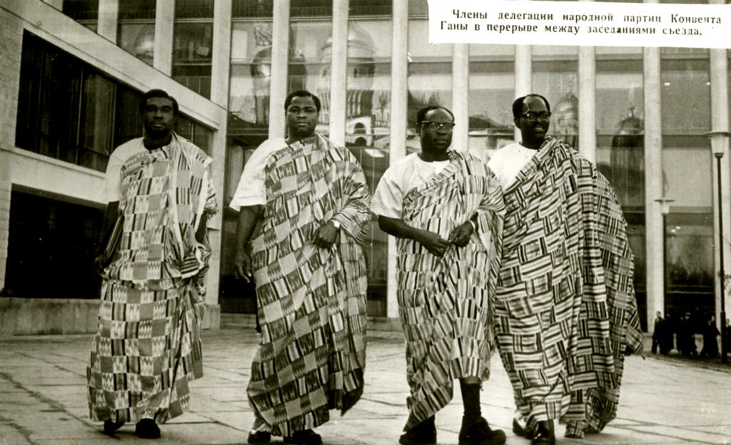 Около Дворца съездов, 1961 год.png