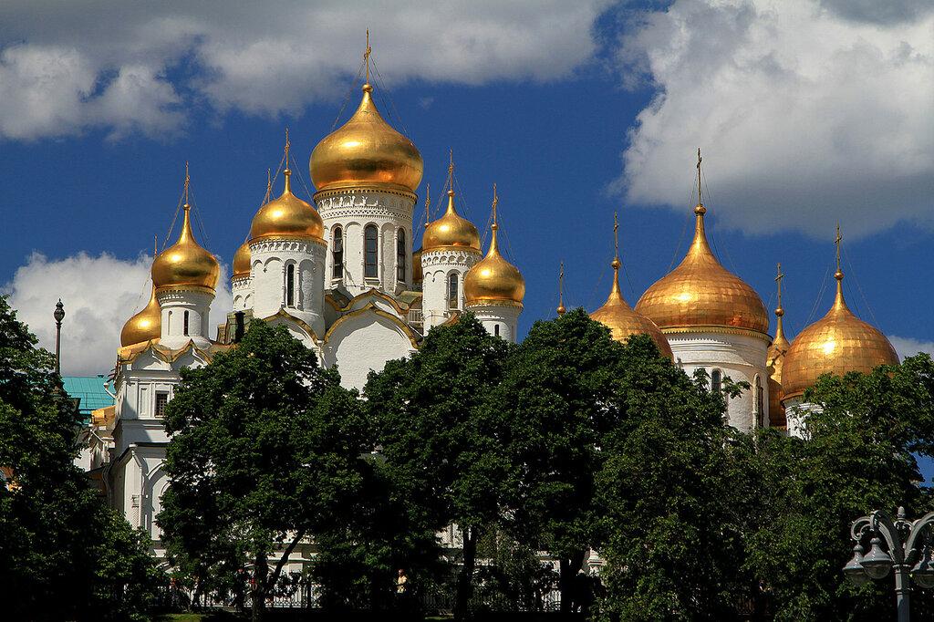 Золотые купола.