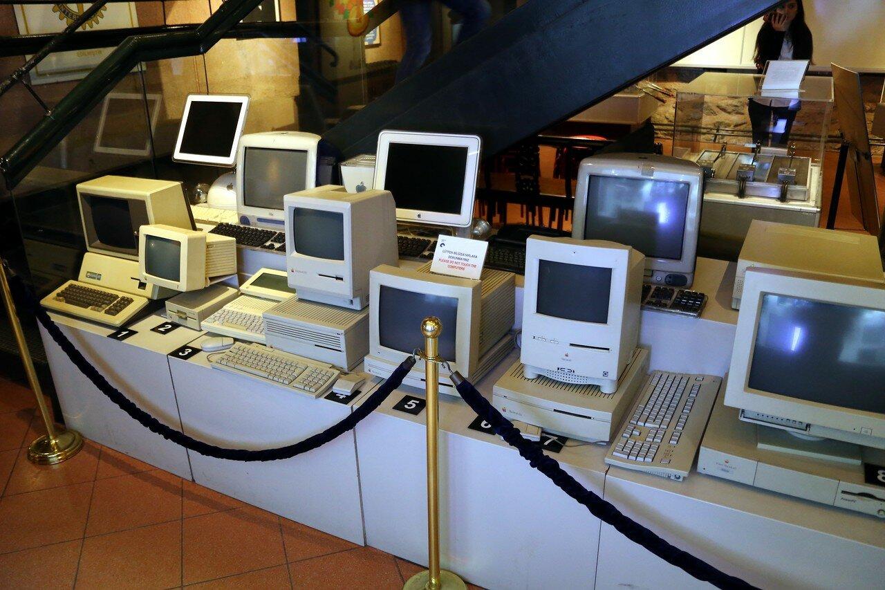 Стамбул. Музей Рахими Коча. Коллекция компьютеров Apple разных лет