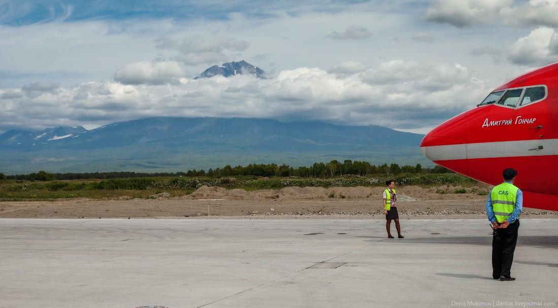1. Самый первый кадр на Камчатке сделан сразу после выхода из самолета. На фото — вулкан Корякская с