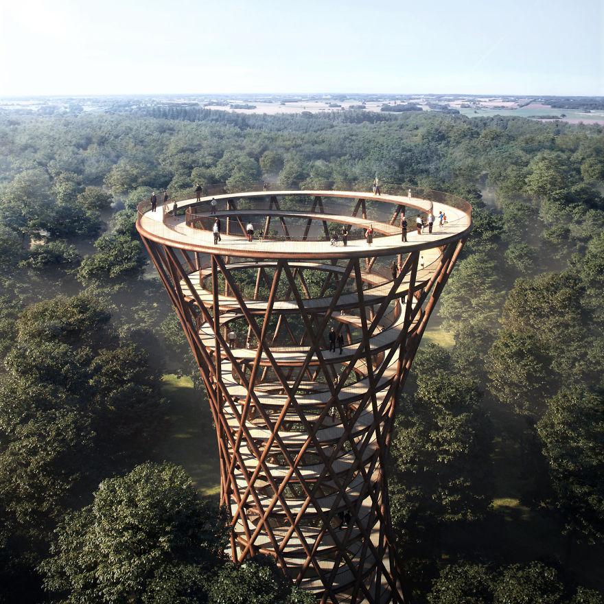 Центральный элемент конструкции — спиральная башня высотой 45 метров, возвышающаяся над верхушками д