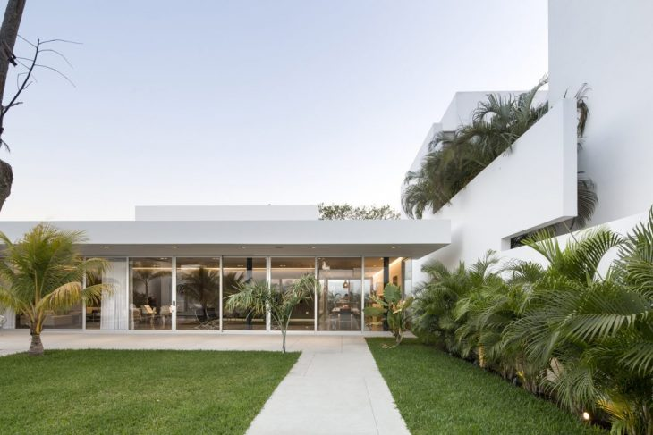 This House, located in the city of Merida, is response to an architectural program for a couple afte