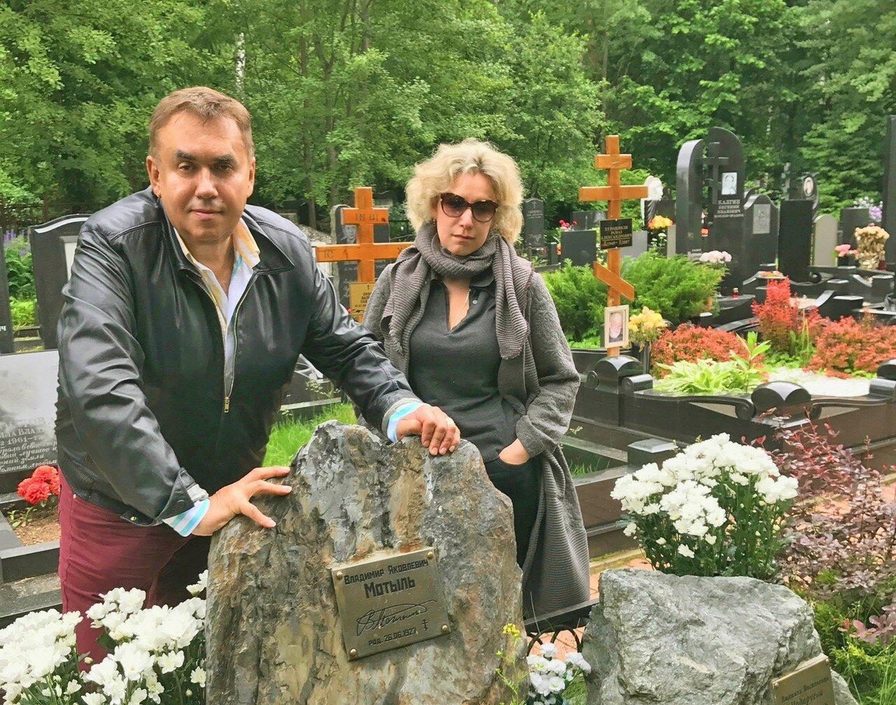Могила В.Мотыля, Востряковское кладбище, 25.06.17