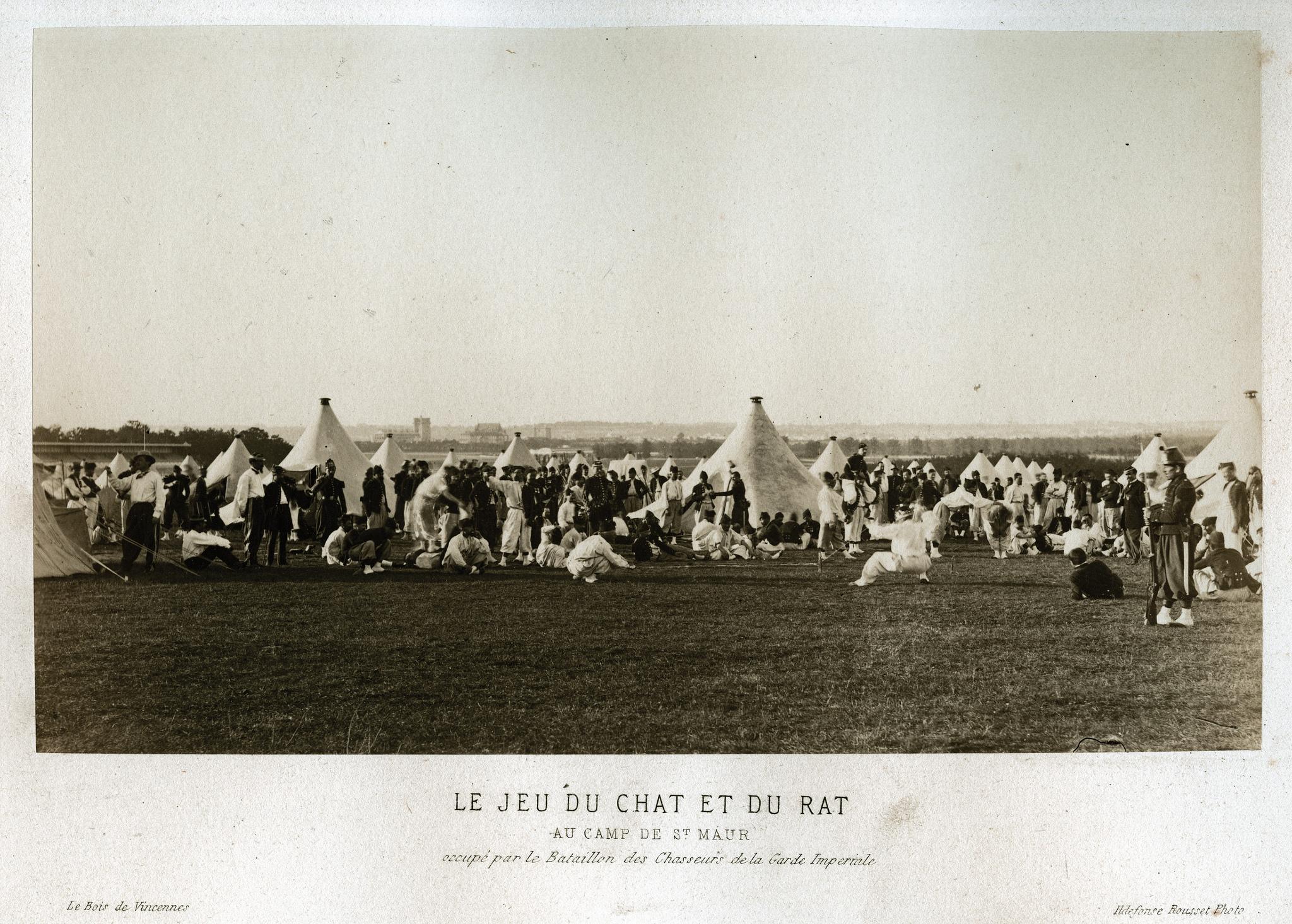 Игра в «Кошки-мышки» в лагере Сен-Мау