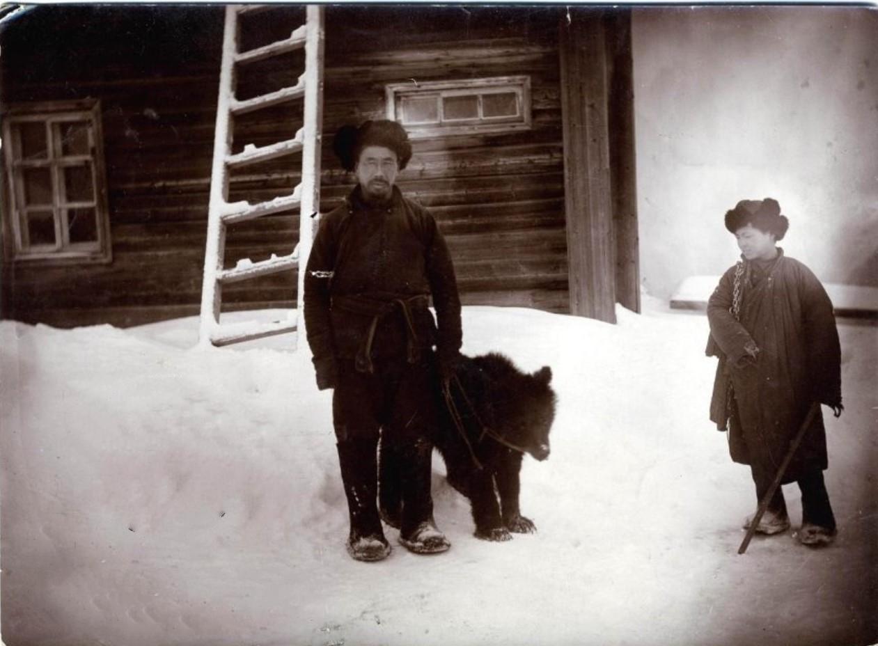 Окрестности Перми. Поводырь с медведем