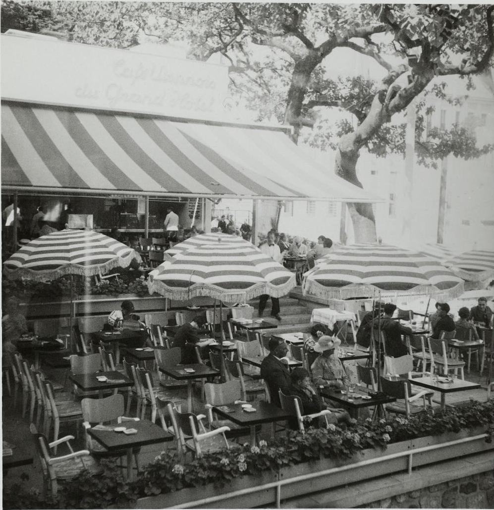 Павильон Австрии. Терраса венского кафе «Гранд-отель»