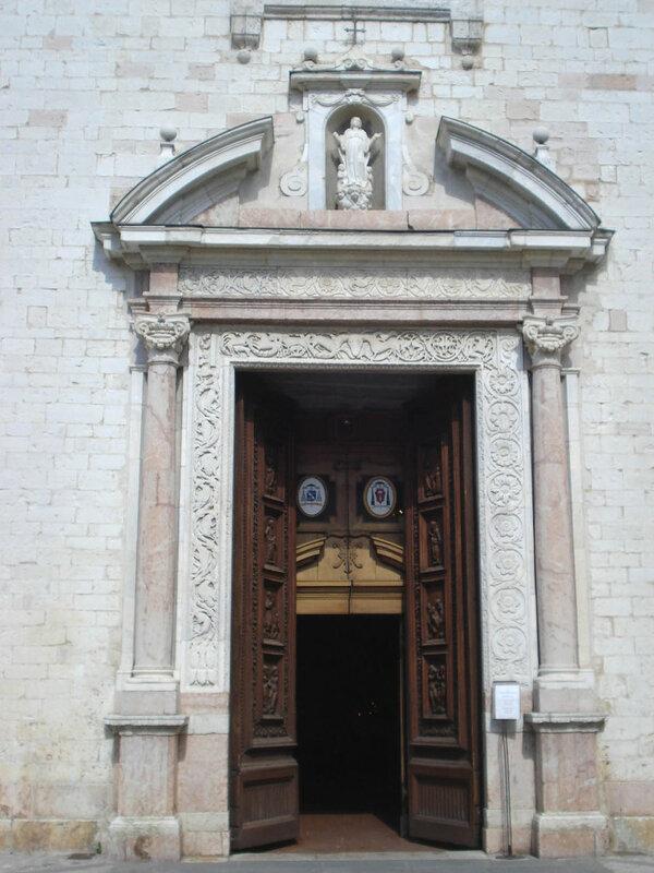 002-портал 1644 с фрагментами 12 века.jpg