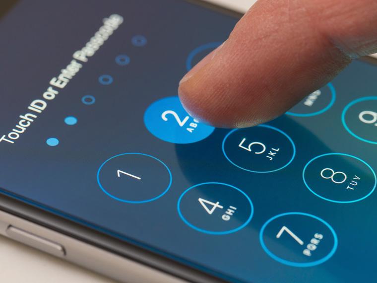 Обязательно защищайте телефон паролем   Только подумайте, какой объем информаци