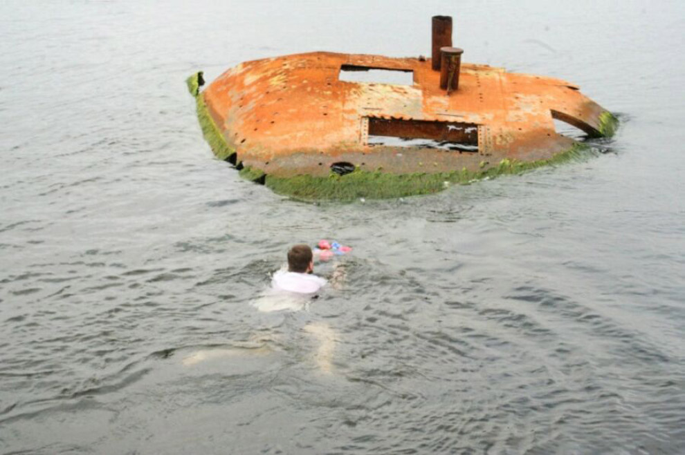 «Аврора» была спущена на воду 11 мая 1900 года в присутствии царской семьи. Еще три года крейсер дос