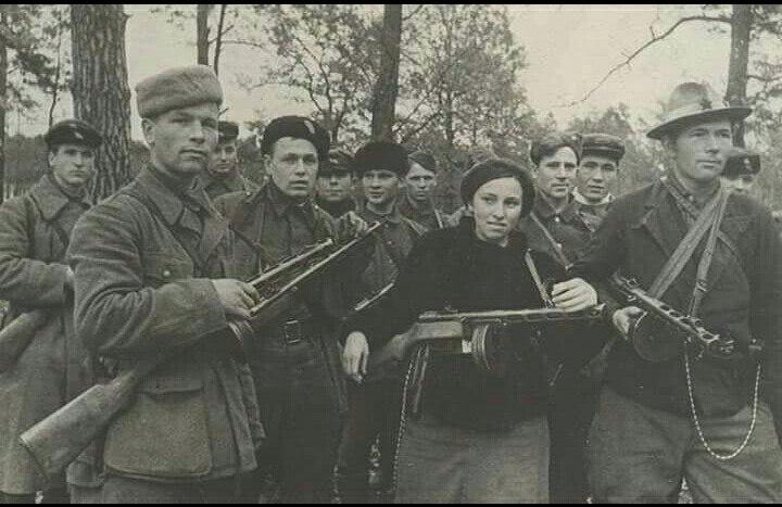Объявление! За пойманного бандита «Катю» Германское командование вознаградит поймавшего: 3000 марок,