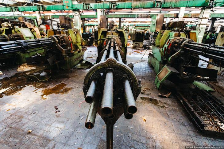 Красная Этна: завод с пулеметами (27 фото)
