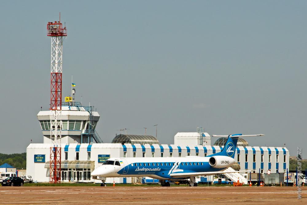 Embraer_ERJ-145_UR-DNG_DniproAvia.JPG
