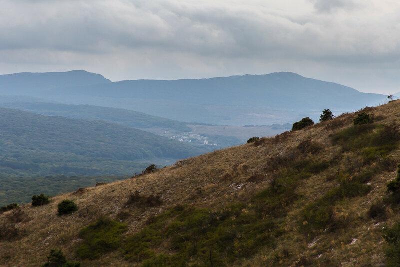 Вид на Главную гряду Крымских гор с горы Агармыш