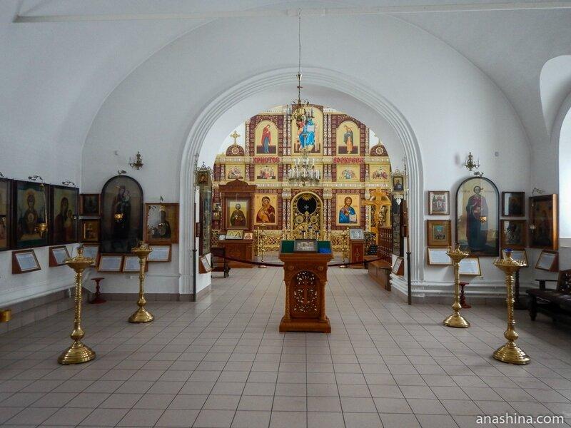 Внутреннее убранство церкви Воскресения Христова, Клин