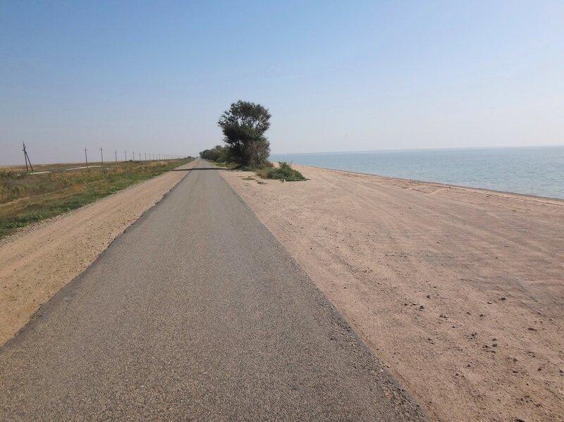 И опять... дорога у моря... Через час... После вынужденного возвращения ... 28. Фото из велокольца. Ахтари-Староминская-Бейсугский пролив (183).JPG