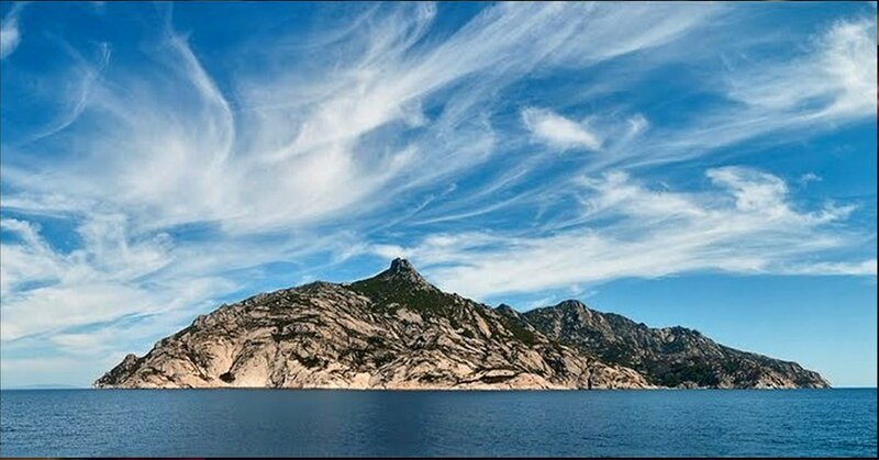 У острова Монтекристо в море Средиземном (1).jpg