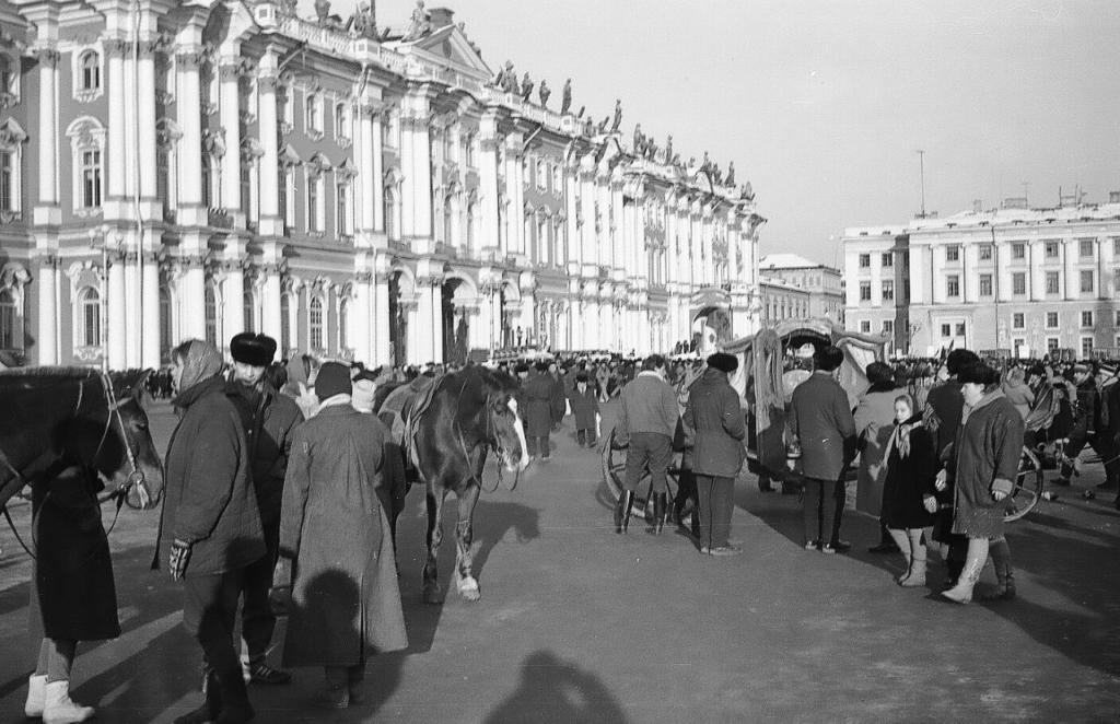ZAVODFOTO / История городов России в фотографиях: Ленинград. 10 февраля 1991