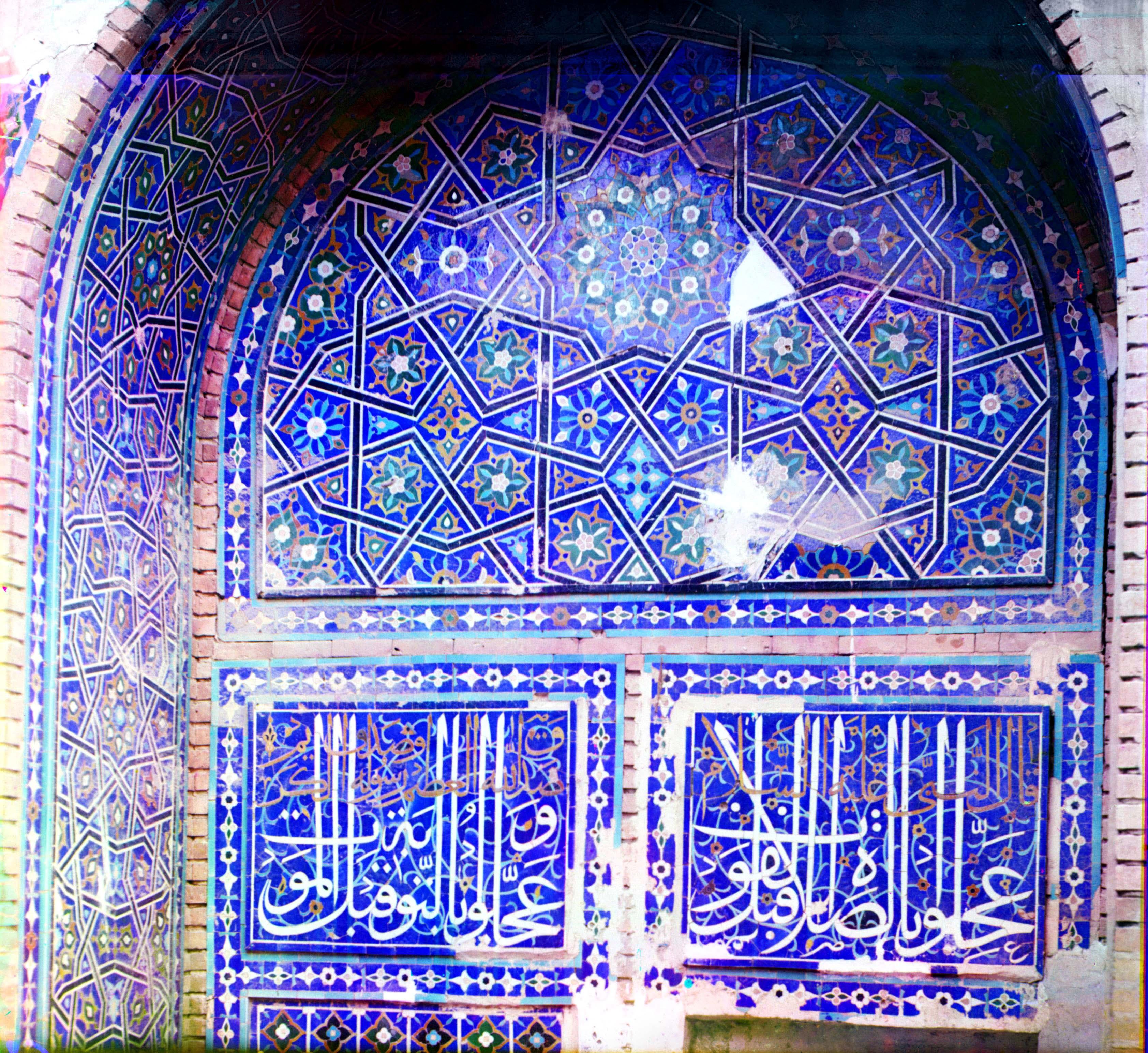 Шах-Зинде. Левый портал мавзолея Туман-Ака (вход в мечеть)