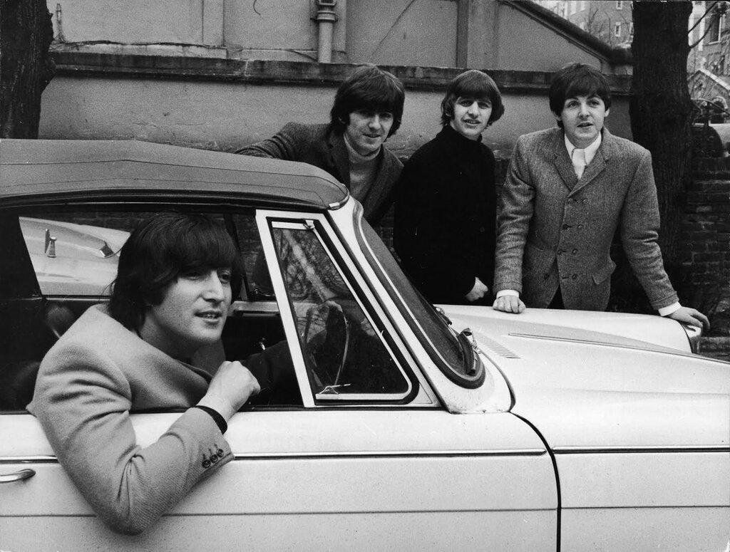 «Битлз» в тот день, когда Джон Леннон прошел тест на вождение, 15 февраля 1965 года.jpg