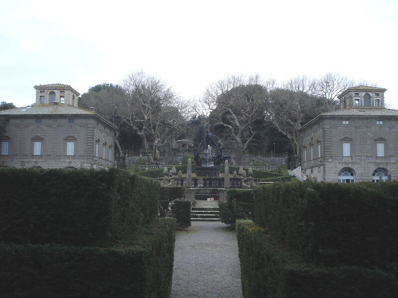 023-фонтан Четырех мавров и два палаццино.jpg