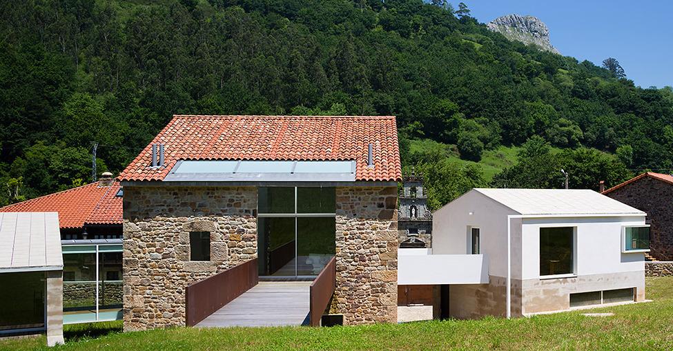 Восстановление и расширение старого дома в Испании