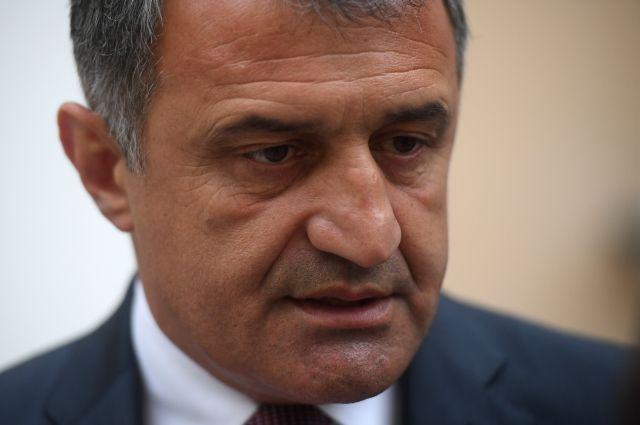 Руководитель  Южной Осетии объявил  ожелании жить сГрузией вмире