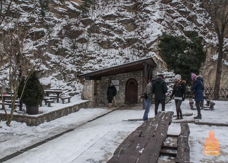 Вход в пещеру Палвелди