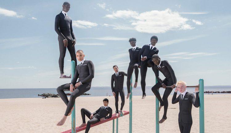 С пляжа на переговоры: дизайнер создал деловой гидрокостюм