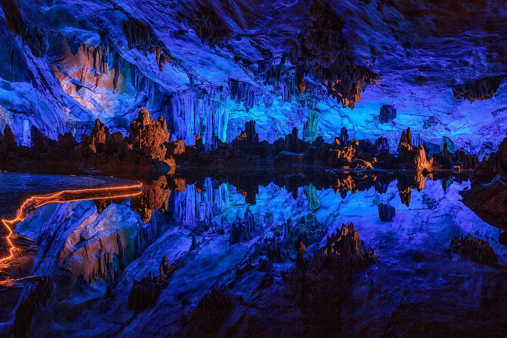 В пещеру есть 3 входа, ее длина составляет 240 метров.
