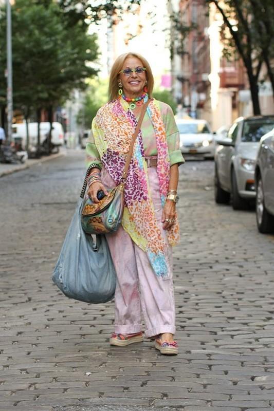 23. «Я вдова уже пять лет. И я переживаю, что люди, глядя на то, как я одеваюсь, решат, что я это де