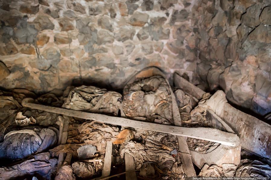 10. При изучении захоронений нашли немало различных предметов, относящихся к разным историческим эпо