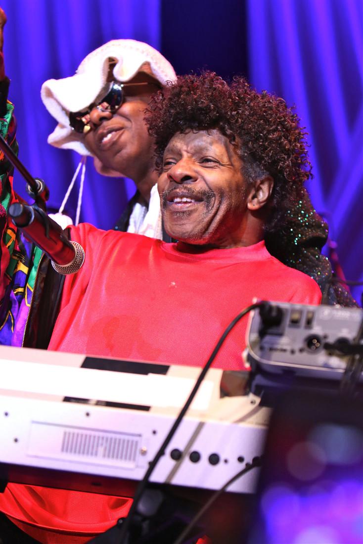 В 1975 году из-за конфликтов певец распустил группу, которая сделала его знаменитым на весь мир. При