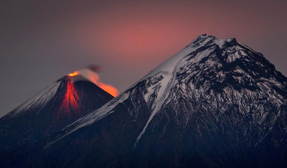 4. Для вулканов Камчатки характерно большое разнообразие форм и размеров, они формировались в различ
