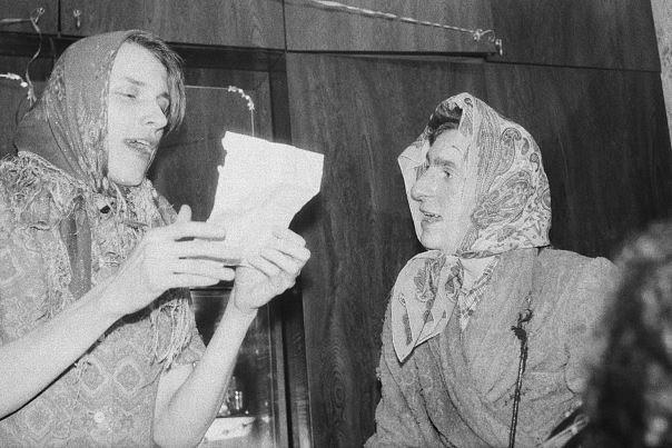 А вот Гаркуша читает стихи на творческом вечере вместе с Григорием Сологубом (группа «2ва Самолета»)