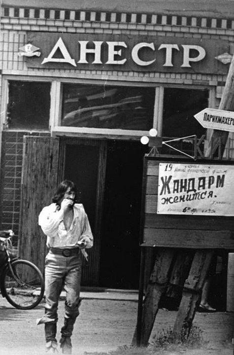 13. Д'Артаньян выходит из таверны, 1977, Львов