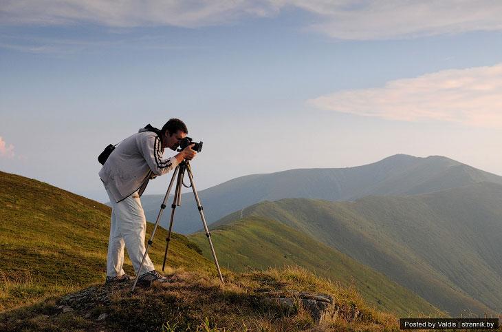 По его рассказам, с вершины открываются отличные виды на Полонину Боржава ( Боржавский