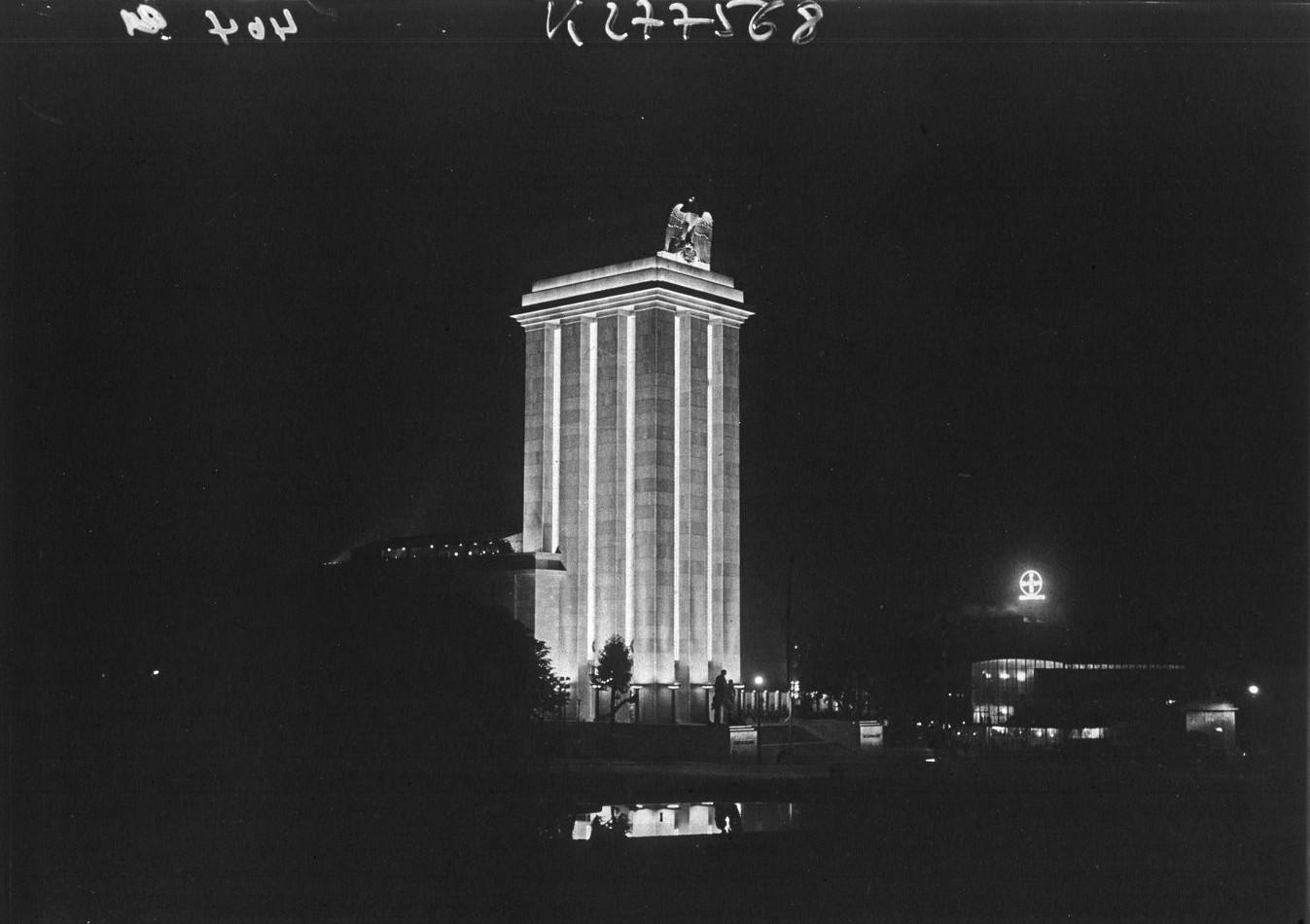 Ночной вид павильона Германии