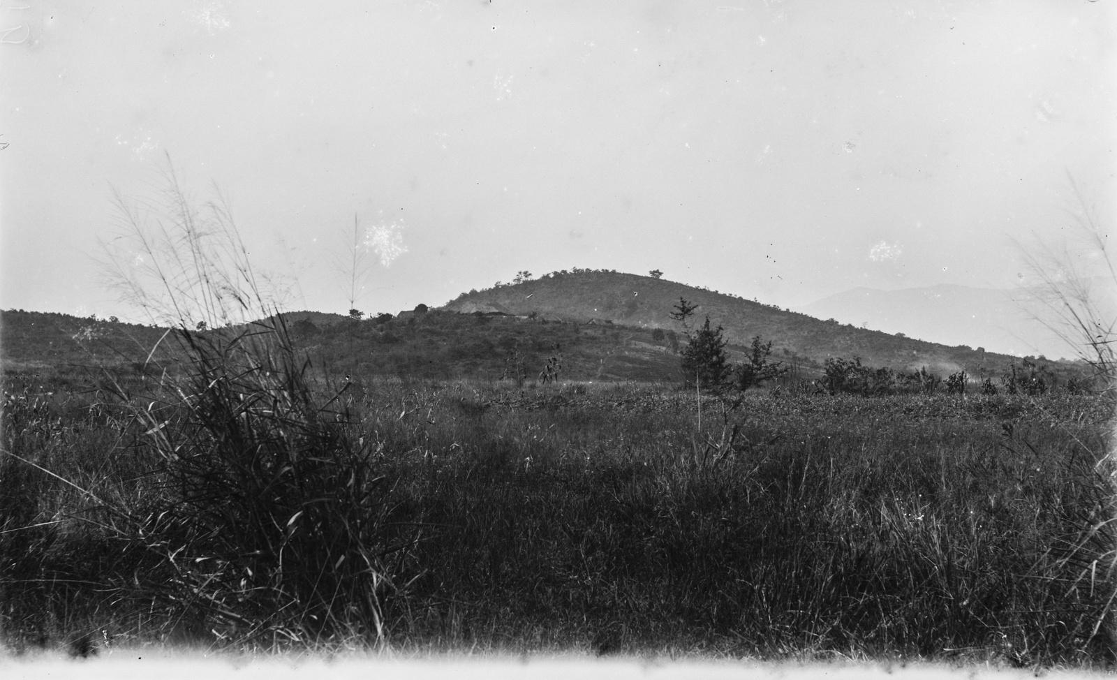 32. Вид на холмистый пейзаж в районе Корогве