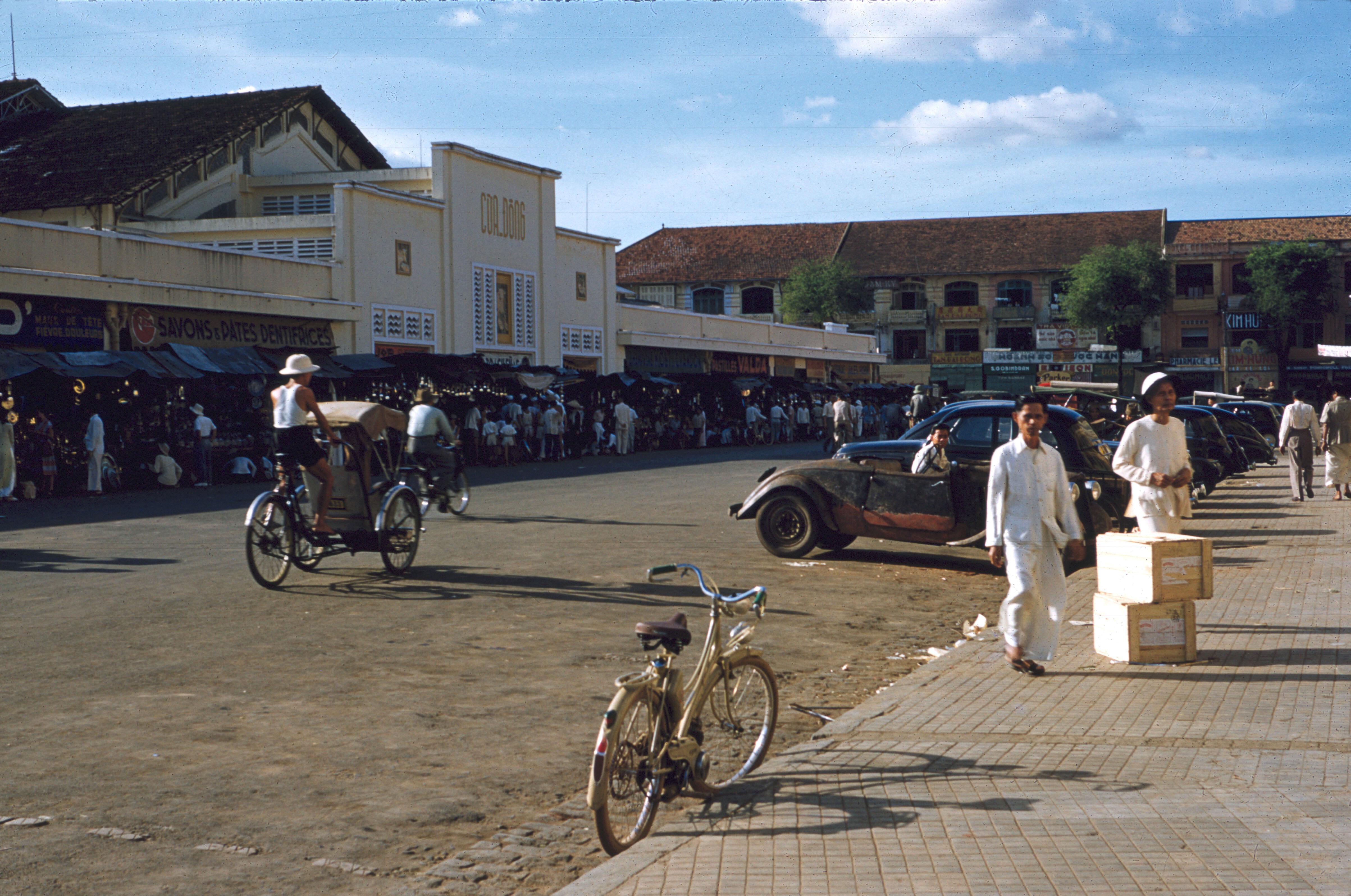 Восточные ворота рынка Бен Тхань