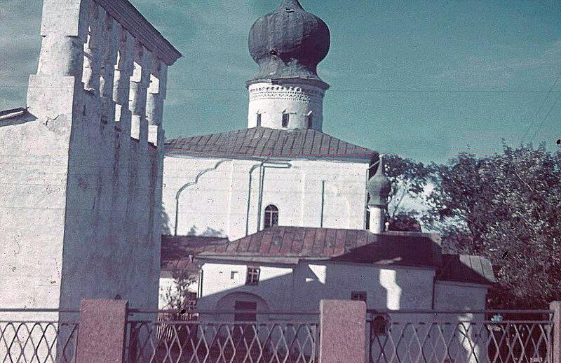 1941 Церковь Успения у Парома. Псков.jpg