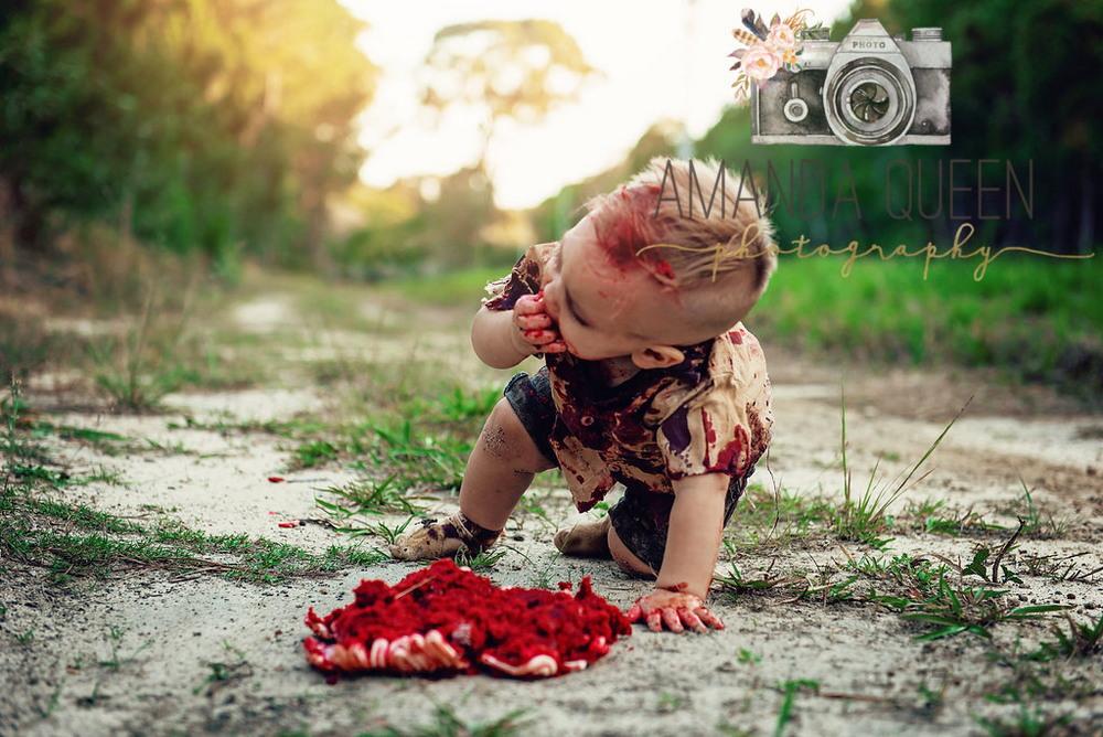 Мама устроила зомби-фотосессию на первый день рождения сына