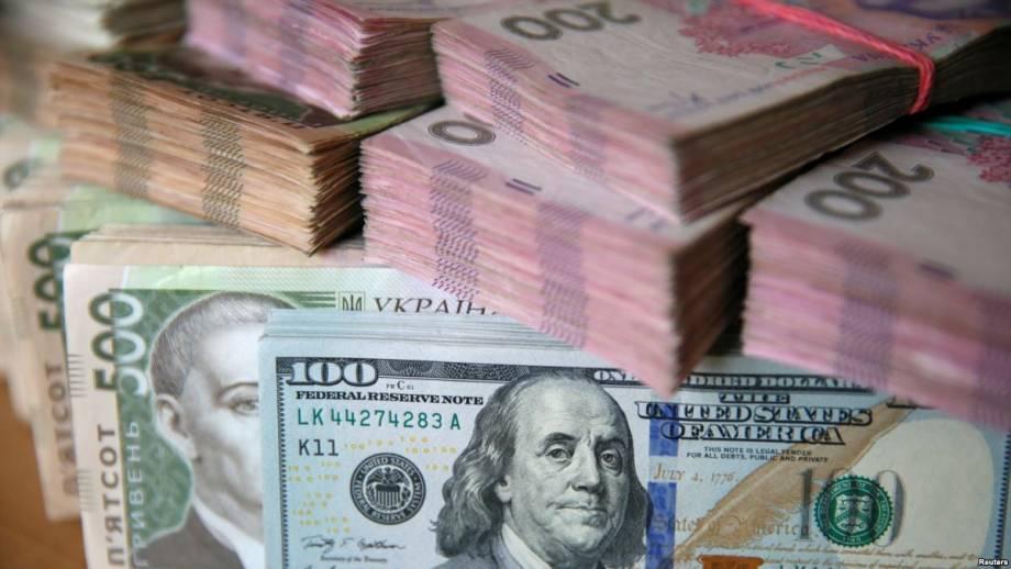 Гривня на межбанке потеряла еще 9 копеек относительно доллара США