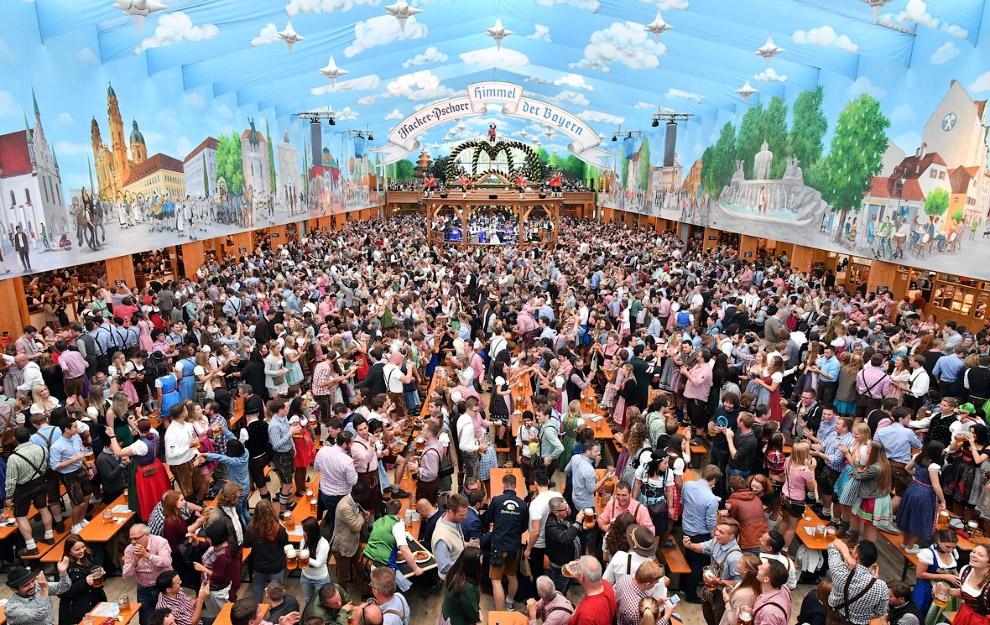 4. Всего на «Октоберфесте» в Мюнхене, который продлится до 3 октября, ожидается до шести миллионов п