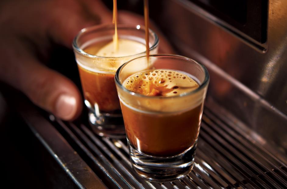 «Откажитесь от кофеина», — говорят нам ЗОЖ-гуру. «Пейте не кофе, а чай», — вторят им интернет-издани